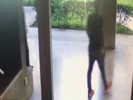 Romeno picchia un anziano, il video che sta facendo infuriare il web