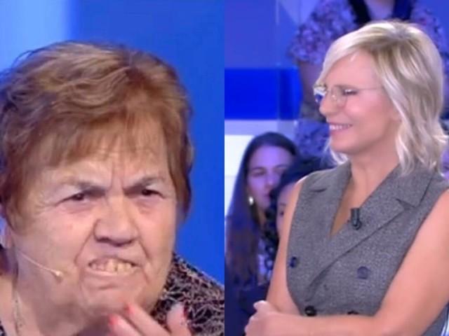 C'è Posta per Te, Sarina di Francavilla perde la dentiera ed è boom sui social: la reazione di Maria De Filippi