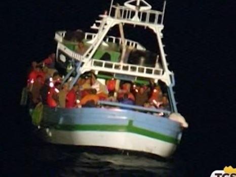 Lampedusa, raffica di sbarchi in poche ore