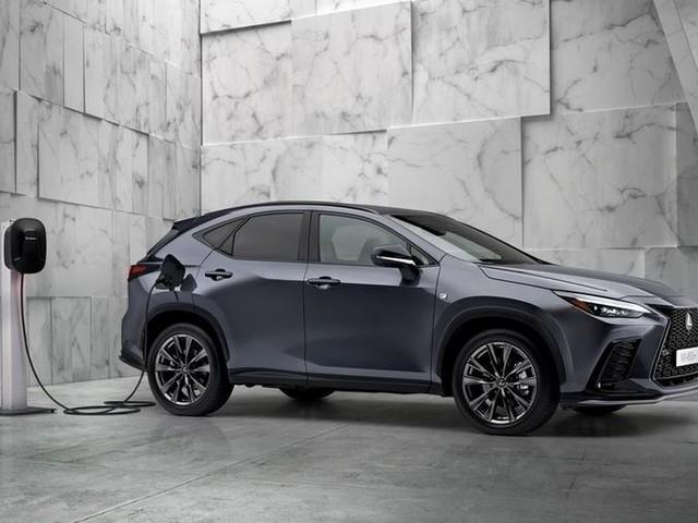 Lexus NX, con la nuova generazione arriva l'ibrido plug-in