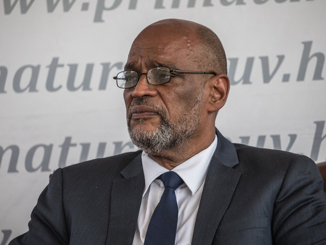 Il premier di Haiti costretto a fuggire da una da cerimonia