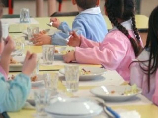Vaccini, ecco i nuovi untori: i bambini mangino in disparte a scuola