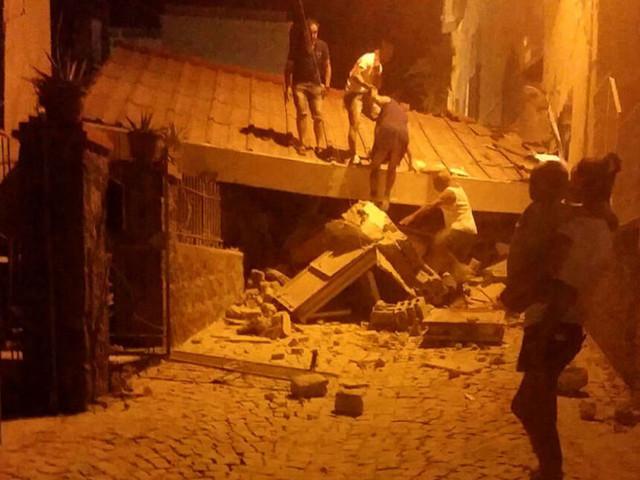 Terremoto a Ischia: 2 morti. Crolla abitazione, famiglia imprigionata