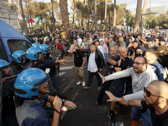 I quattro motivi per cui è scoppiata la guerriglia novax a Roma