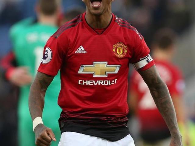 Ashley Young rinnova con lo United
