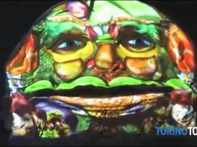 Festival delle Luci, la fontana del mascherone narra la storia del carnevale: video
