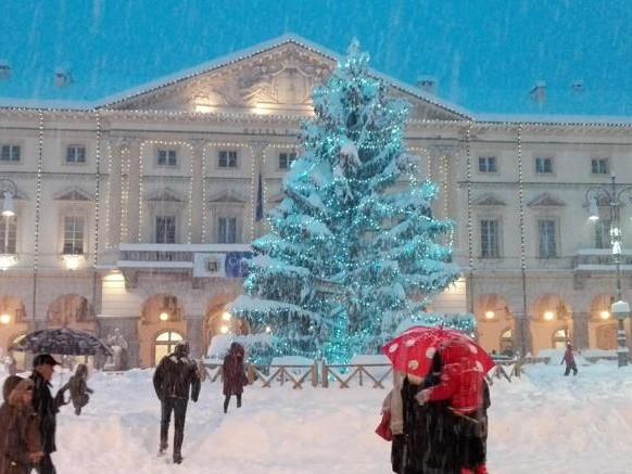 Prima neve, bloccato treno Milano-Nizza. Scuole chiuse in Liguria