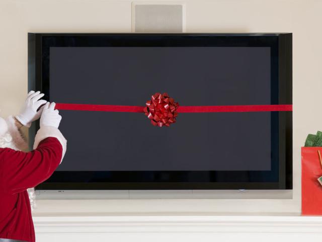 Idee regalo Natale: 10 oggetti di elettronica (smart tv e non solo) in offerta su Amazon