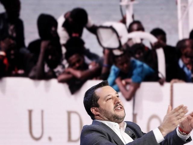 """Caso Diciotti, Di Stefano (M5s): """"Autorizzazione contro Salvini non va concessa"""". Il leader leghista: """"Sono tranquillissimo"""""""