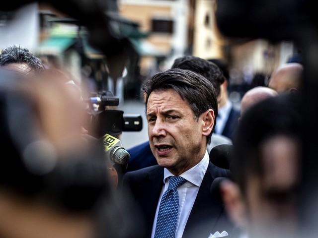"""Crisi di governo, Conte a caccia di Responsabili. Il no di Marcucci: """"Maggioranza con Iv"""". Attesa per il discorso di Renzi. Speranza: """"Salute fuori dalle liti"""""""