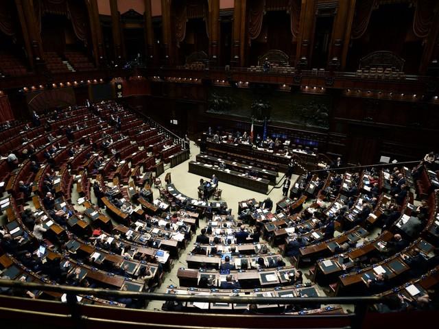 """Conte riferisce sul Mes, in Aula è bagarre FdI-M5s: """"Pagliacci, venduti"""""""