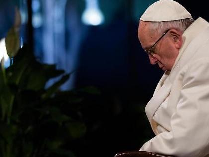Vaticano, Papa Francesco e la Via Crucis contro Salvini. Anticipazioni-bomba: migranti e porti chiusi, siluri