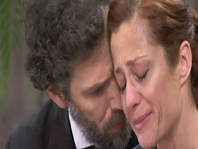 Una Vita, Riera fa una romantica proposta a Carmen, ma poi muore