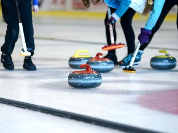 Curling al Palaghiaccio di Varese. Iscrizioni aperte per chi vuole provare
