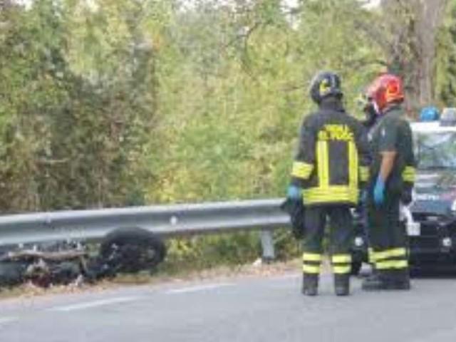 Ragusa, terribile incidente auto-moto: muore un 28enne