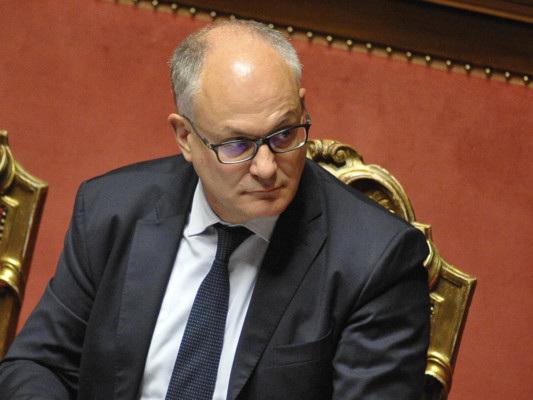 """""""La flat tax è archiviata,non la faremo mai, dava tanto a chi ha di più"""", dice Gualtieri"""