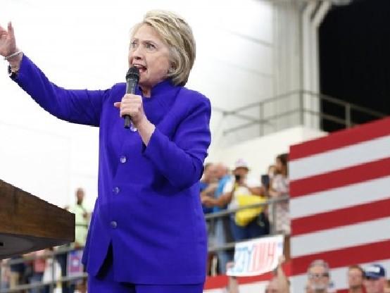 Hillary Clinton: i russi favoriscono candidata dem. Replica, accuse vigliacche