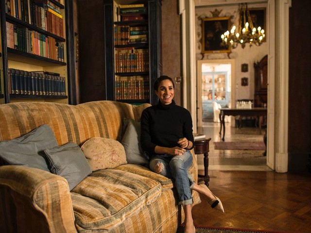 Meghan Markle come Lady Diana: la prima foto dopo l'addio alla Royal Family fa discutere