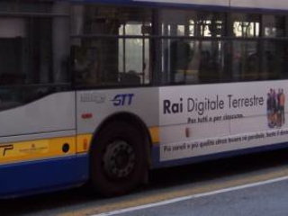 """""""Negra di m...a"""": autista insulta una donna sul bus"""
