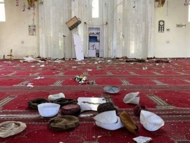 Afghanistan, bomba in una moschea: almeno 62 morti. Talebani condannano l'attacco