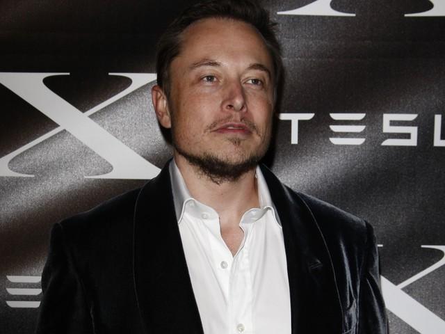 Elon Musk, nuova frontiera per l'intelligenza artificiale: cervello collegato al computer