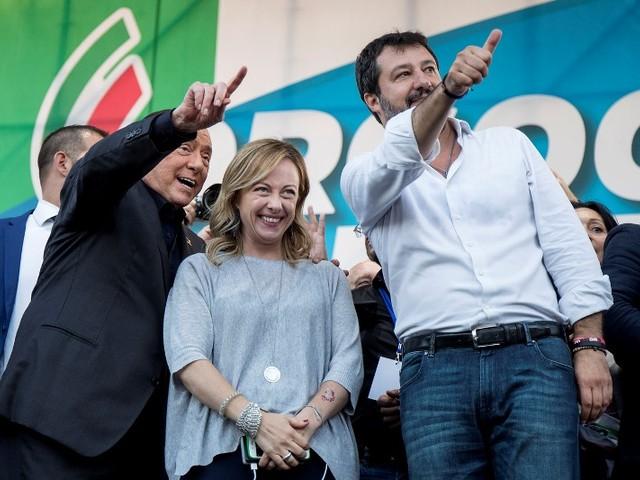 """Il Centro/Destra unito nella piazza del """"Contro-Vaffa"""" a Grillo: """"vinciamo tutte le 9 regionali e il Governo cade"""" [FOTO]"""