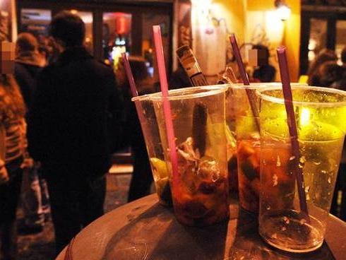 Mille euro di multa e 5 giorni di chiusura per il bar di Leini che serviva gli aperitivi dopo le 18