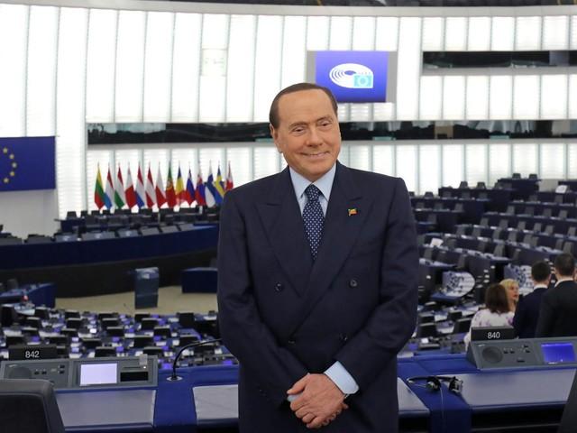 """Berlusconi pronto al voto """"L'accozzaglia di sinistra non avrà nostre sponde"""""""