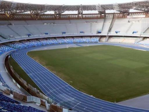 San Paolo, danni alla copertura dello stadio per il maltempo: Napoli-Parma si gioca con mezz'ora di ritardo