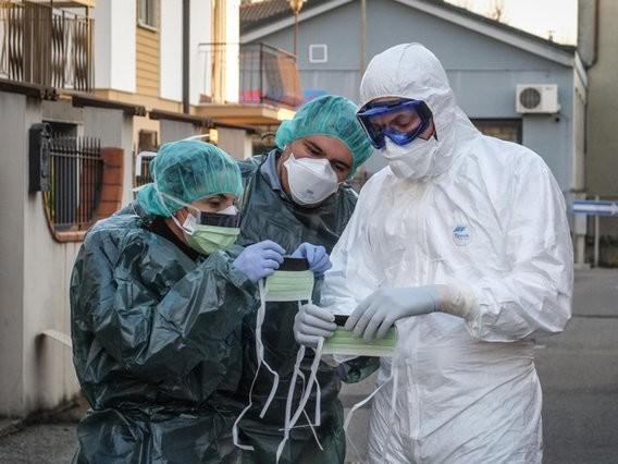 """Virus, la situazione nel mondo: 2 mila morti ma 23.133 guariti. Fact checking: e l'influenza """"normale""""?"""