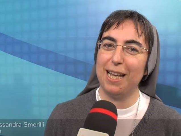 """Economista, ecologista e """"femminista"""", ecco la suora che consiglia Papa Francesco"""