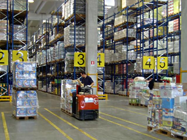 """Coronavirus, la rabbia dei lavoratori della logistica: """"Online? Si continua a vendere di tutto, basta"""""""