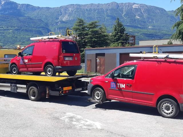 Nuovo attentato contro Tim danneggiate le auto di servizio e il personale ora ha paura