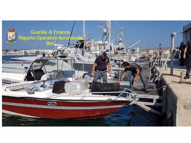 Otranto, fermato motoscafo con sette quintali di marijuana