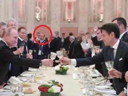 """Giuseppe Conte, il grande imbarazzo: """"Ho fatto fare accertamenti"""". Savoini imbucato alla cena con Putin?"""