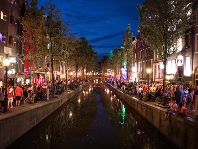 Cosa fare la sera ad Amsterdam: consigli sulla vita notturna