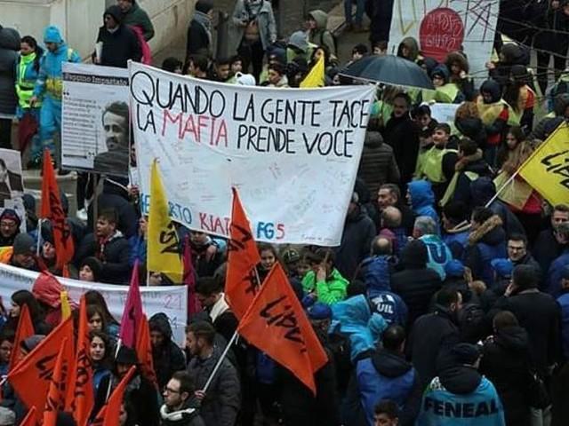 Diecimila in piazza a Foggia contro la mafia