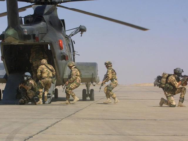 Il pianto ipocrita dei politici: sospesi i mezzi salva-soldati