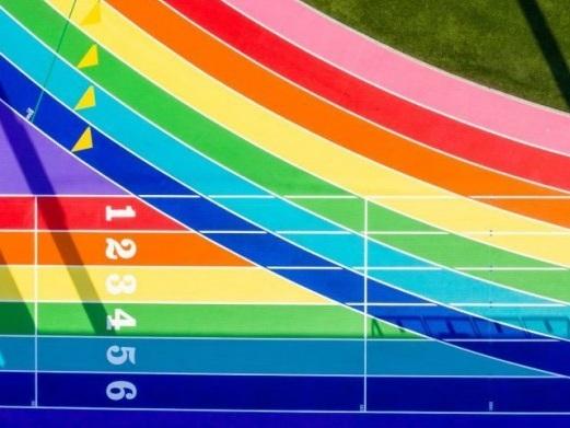 La pista di atletica del City College di LosAngeles diventa rainbow