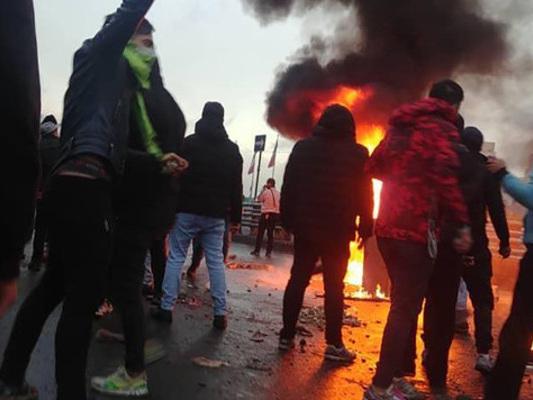 Ancora vittime negli scontri in Iran. Internet a rischio chiusura