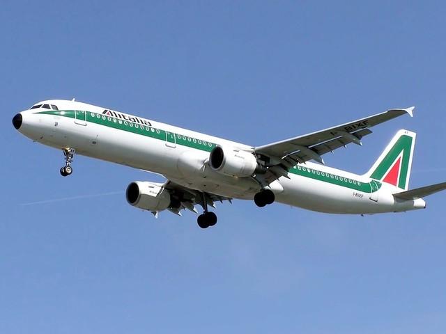 """Alitalia, domani si chiude la """"newco"""" Di Maio: """"Non contrario ad Atlantia"""""""