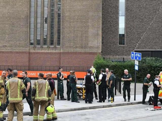 Londra, spinse un bambino dal decimo piano della Tate Modern: 'Volevo finire in tv'