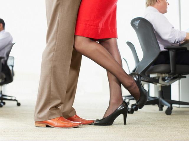 Ufficio galeotto: quando l'amore sboccia tra le scrivanie