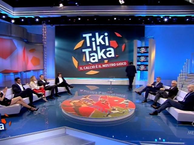 """Lezione di calcio alla Juventus, ma a Tiki Taka DISTRUGGONO Sarri: """"Dice una PUTT****A! Dito medio assurdo, la squalifica…"""""""
