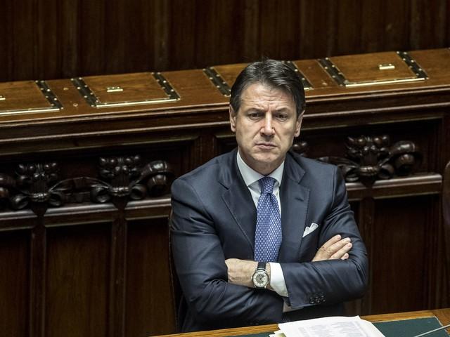 Sondaggi, governo Conte senza consensi. Salvini sale e recupera 4 punti