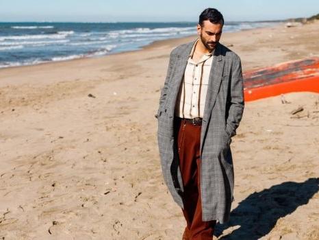 Il mondo in uno specchio nel video di Duemila Volte di Marco Mengoni, nuovo singolo da Atlantico On Tour
