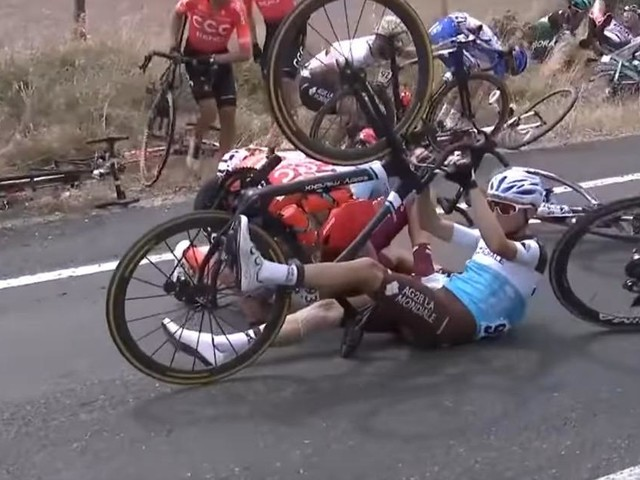 Down Under: dopo cadute e squalifiche la quinta tappa va a Jasper Philipsen