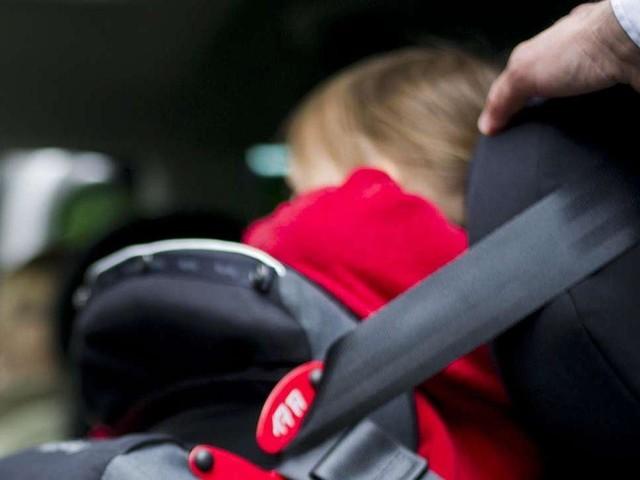 Bambini dimenticati in auto, i consigli pratici per evitare tragedie come a Catania