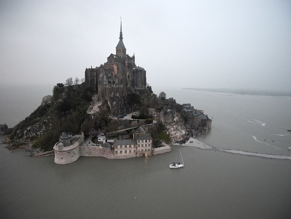 Mont Saint-Michel, terminati i lavori sulla strada che collega alla terraferma