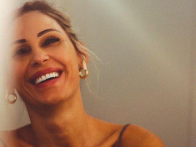 Anna Tatangelo ennesima trasformazione: 'diavolessa' vestita di latex rosso